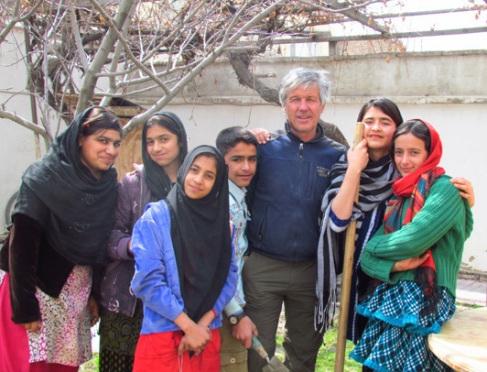 Dana Visalli with students