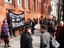 Die Demonstration ging von der Ernst-Abbe Schule über das Neuköllner Schulamt (Amt für Volksbildung) zum Rathaus Neukölln.